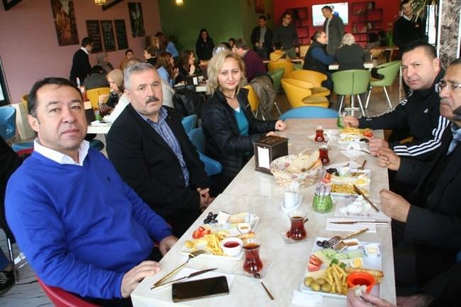 Okul Aile Birliği velileri kahvaltıda bir araya geldiler...