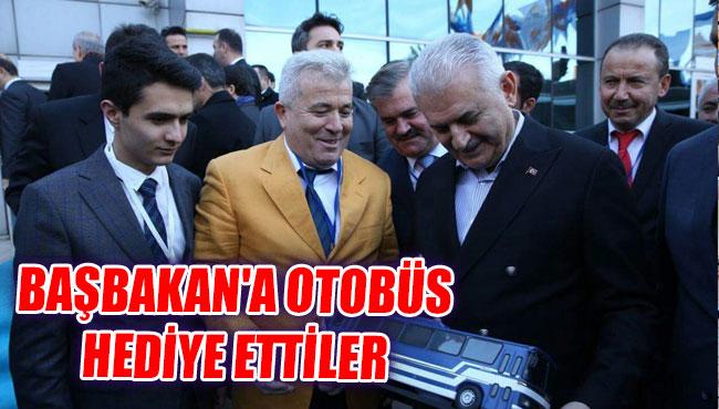 Başbakan'a Otobüs Hediye Ettiler