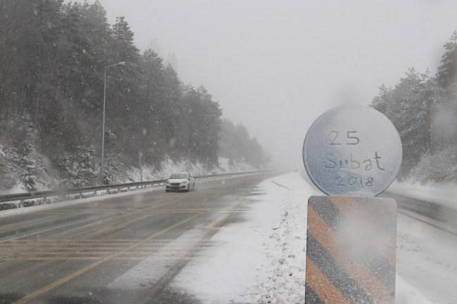 Anadolu Otoyolu'nda kar yağışı