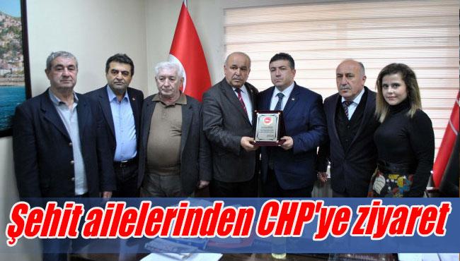 Şehit ailelerinden CHP'ye ziyaret...