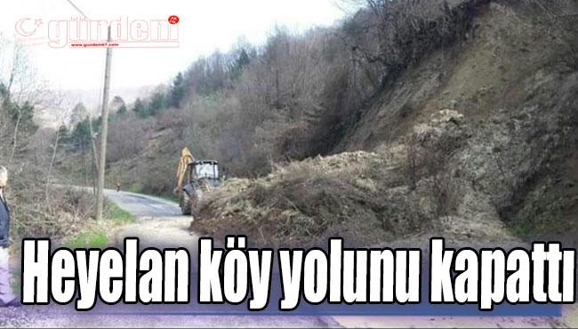 Heyelan köy yolunu kapattı...