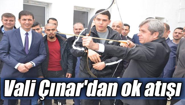 Vali Çınar'dan ok atışı