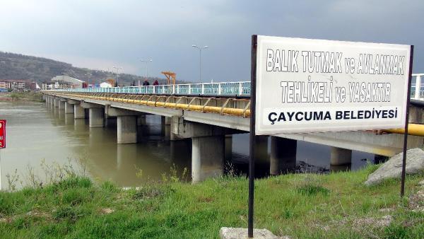 Köprü faciasında hayatıni kaybeden 4 kişi hala aranıyor