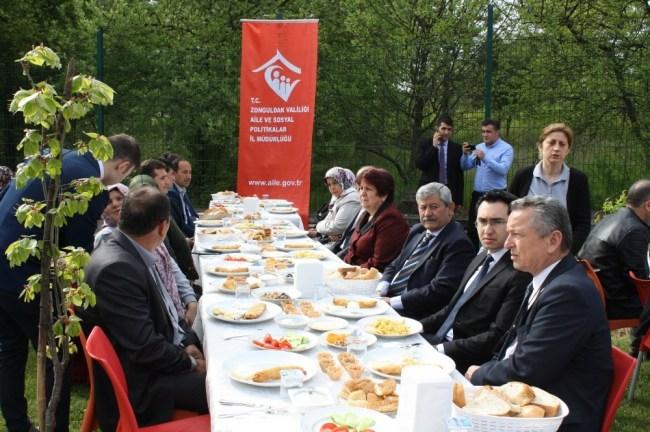 Sehit ailesi ve gazilere kahvaltı etkinliği yapıldı