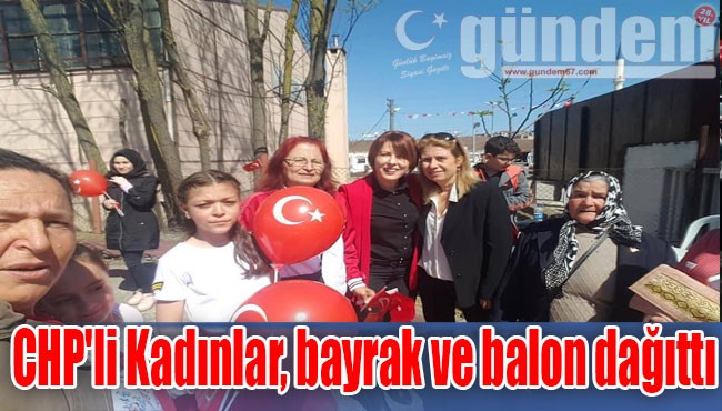 CHP'li Kadınlar, bayrak ve balon dağıttı
