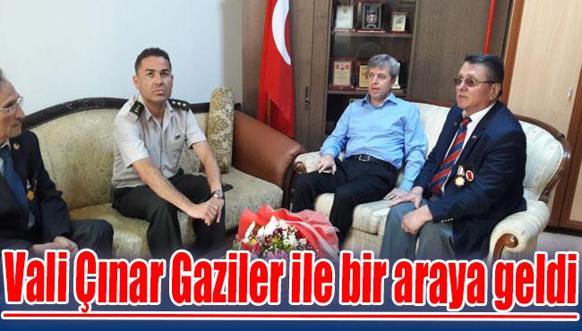 Vali Çınar Gaziler ile bir araya geldi