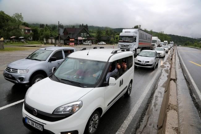 TEM Otoyolu'ndaki çalışmalar trafik yoğunluğuna neden oldu
