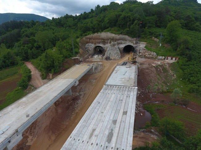 Tunç; yol ve tünel çalışmalarını inceledi.