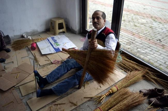El süpürgesi yapımı dededen ve babadan kalan bir meslektir.