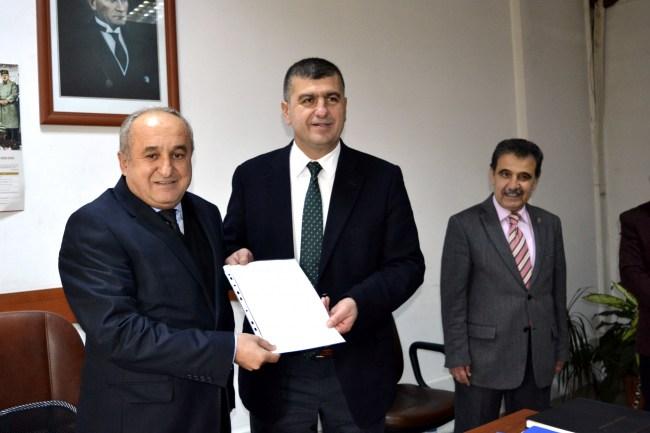 AK Parti İlçe Başkanı Yavuz mazbatasını aldı