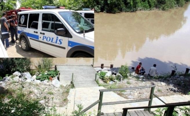 POLİSTEN KAÇIP IRMAĞA ATLADI