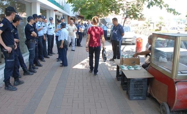 POLİS VE ZABITADAN KALDIRIM İŞGALİ OPERASYONU