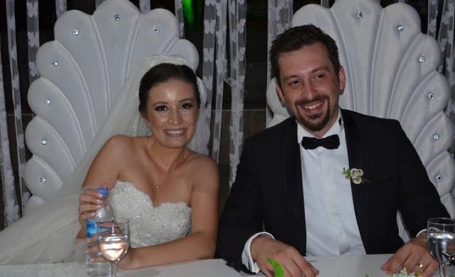 Oktay'dan kızına çifte düğün