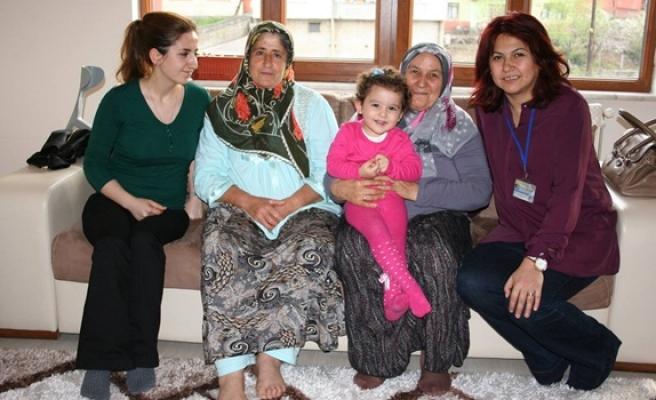 Taburcu olan hastalar evlerinde ziyaret ediliyor