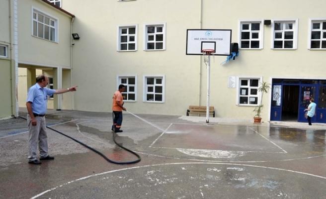 Eğitim öncesi okulları belediye temizliyor