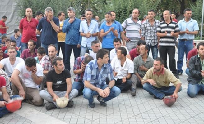 Maden işçilerinden oturma eylemi