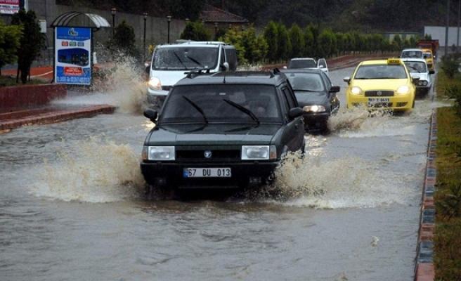 Caddeler göle döndü