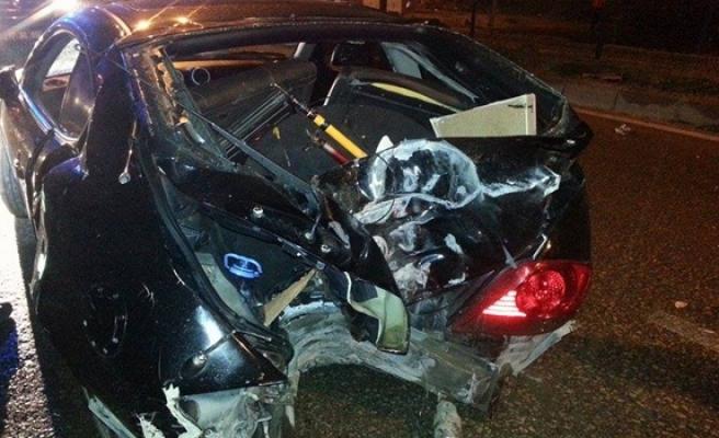 Ereğli´de, alkollü sürücü elektrik direğine çarptı: 2 Yaralı