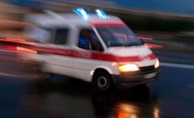 Otomobil çekiciye çarptı: 2 ölü, 1 yaralı