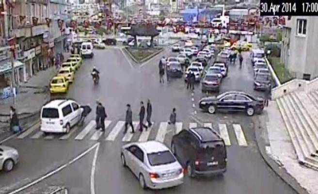 Bu kez vatandaş otomobile çarptı