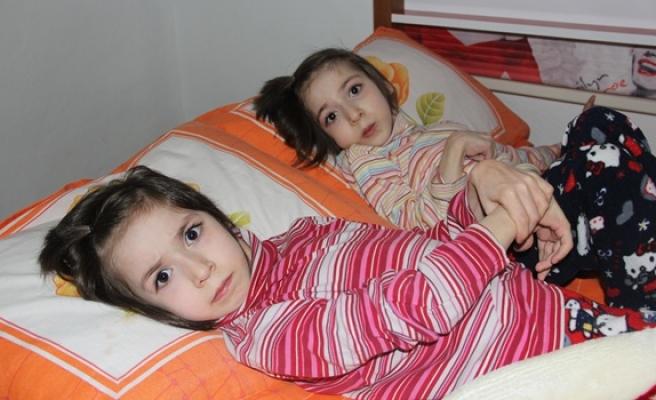 İkizler günden güne eriyor
