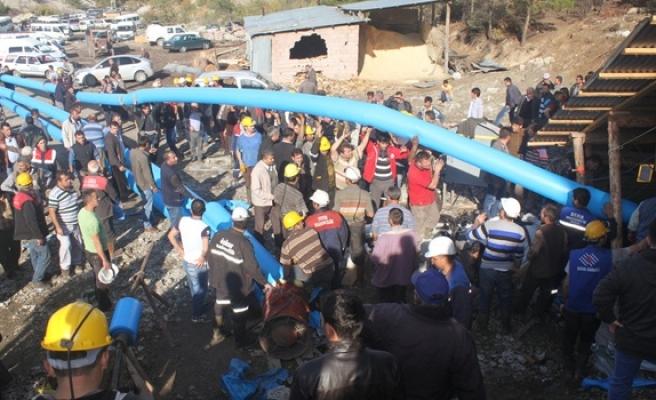 Maden ocağında patlama, Yaklaşık 20 işçi mahsur