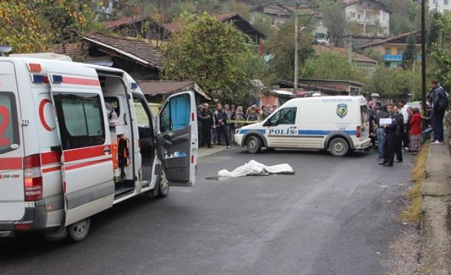 İşe giderken mikser kamyonun altında kaldı: 1 Ölü