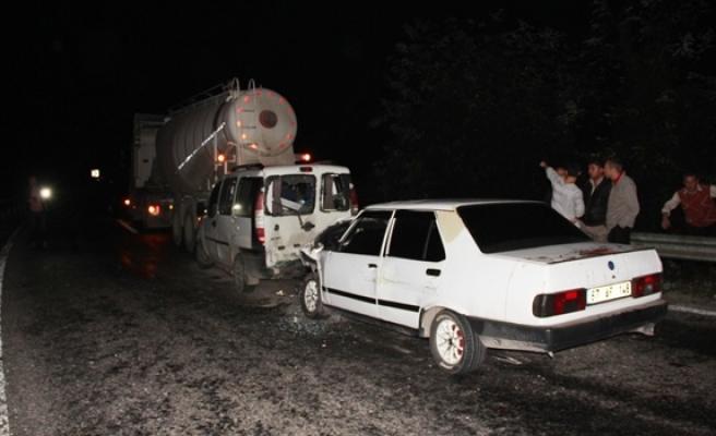 Yola düşen tünel kalıbı kazaya neden oldu: 5 Yaralı