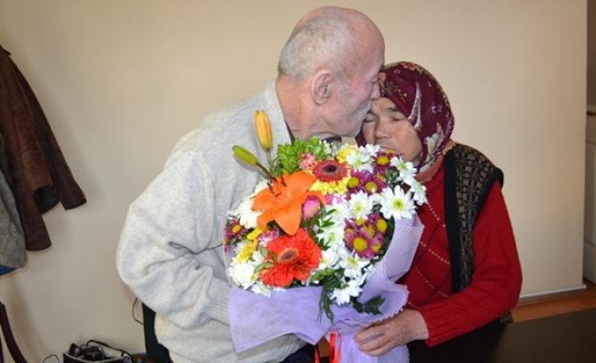 55 yıllık evli çift ilk defa sevgililer günü'nü kutladı
