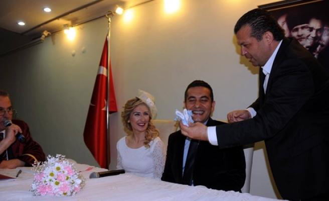 Evlenmek için evlendirme dairesine akın ettiler