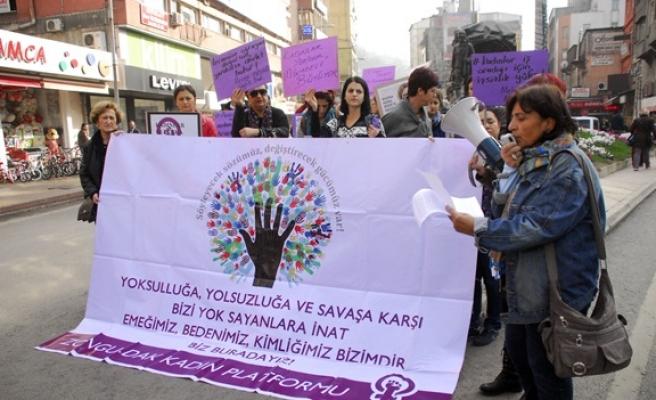 Kadınlardan şiddete karşı protesto