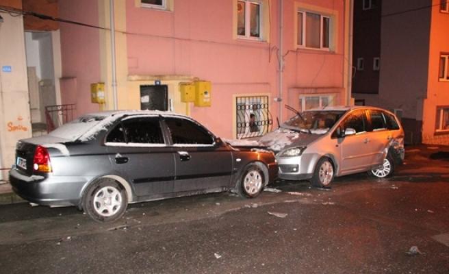 4 otomobile çarpıp, aracını bırakıp kaçtı