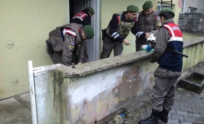 Operasyonda çok miktarda uyuşturucu hap ve esrar ele geçirildi