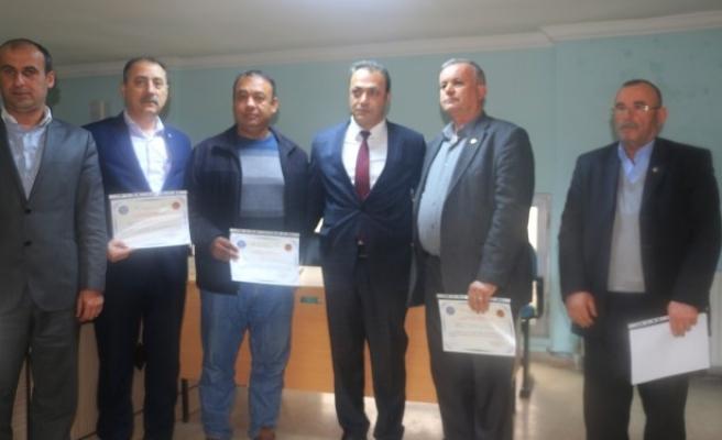 Hizmet içi eğitim seminerini tamamlayan muhtarlara sertifika verildi