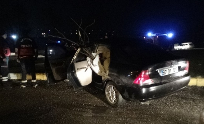 İki otomobil çarpıştı,1´i çocuk 5 kişi yaralandı
