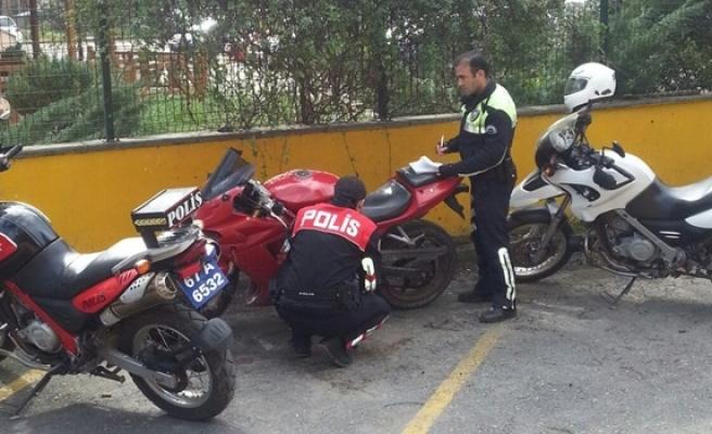 Dur ihtarına uymayan sürücünün motosikleti çalıntı çıktı