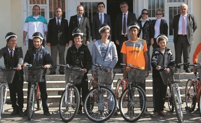 Öğrencilere 15 adet bisiklet dağıtıldı