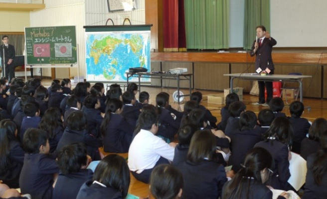 Japon öğrencilere Türkiye-Japonya  ilişkilerinin tarihini anlattı