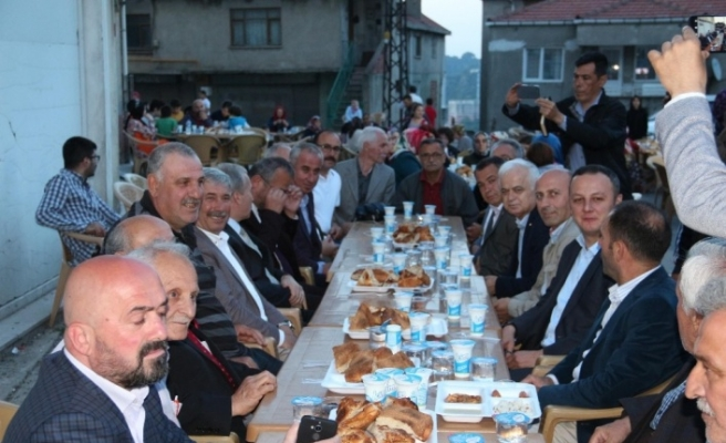 Kozlu Belediyesi iftar vermeye devam ediyor