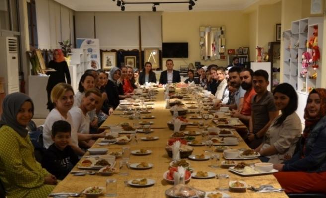 Ürkmezer, SAKEM personeli ile iftar yaptı