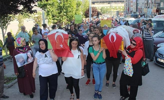 Çocuk istismarı protesto edildi