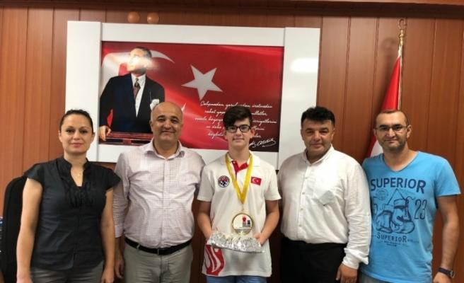 Kaymakam Eskioğlu'ndan satranç dehasına ödül!
