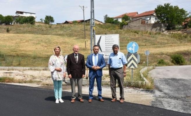 Vali Çeber,  yapımı biten sıcak asfalt yollarını inceledi