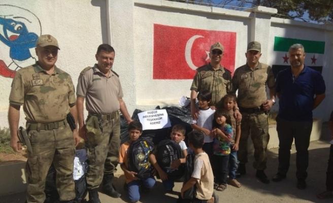Suriyeli yetimlere kırtasiye yardımı