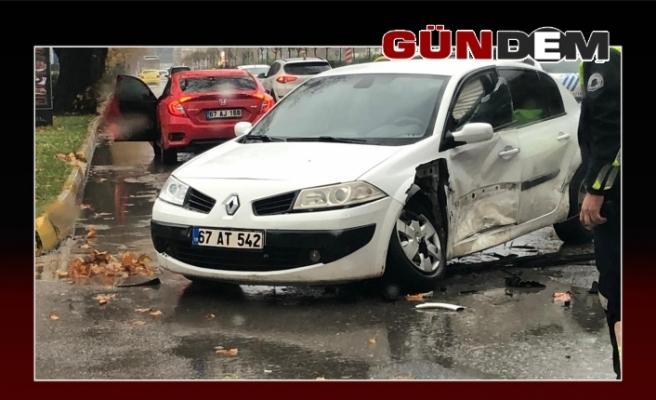 Feci kaza, iki araç çarpıştı!