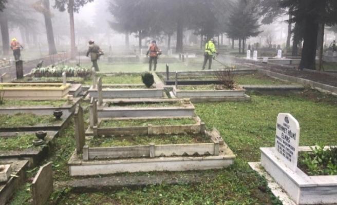 Düzce'de mezarlıklarda kış temizliği