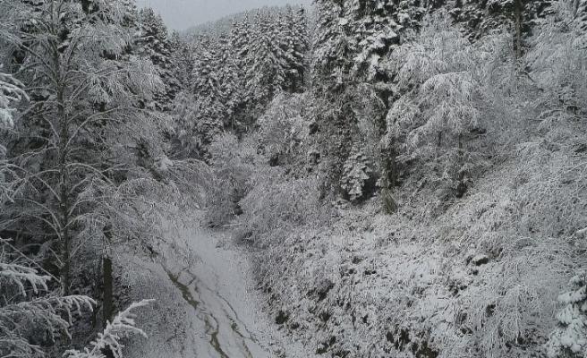 Karabük - Bartın karayolunda kar yağışı etkili oluyor