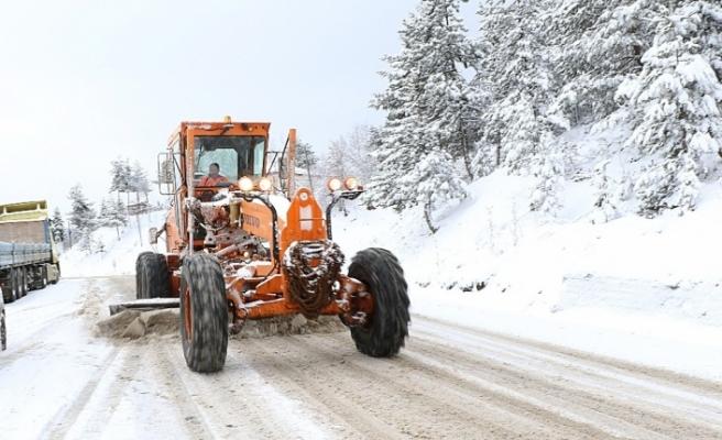 Sürücüler kardan dolayı zor anlar yaşıyor