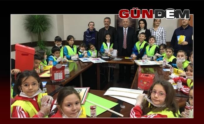 Minik öğrenciler, Akdemir'i ziyaret etti