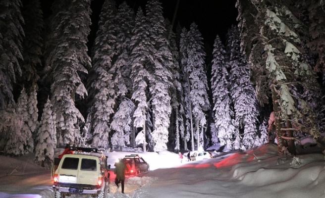 Orman yollarında mahsur kalanların imdadına KARDOF ekipleri yetişti